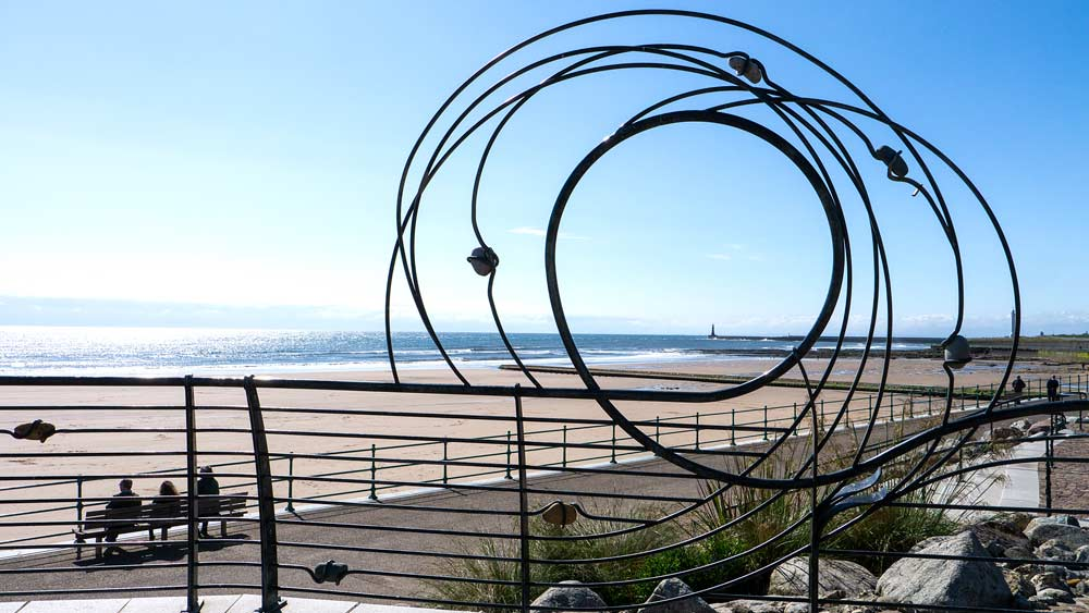 Seaburn - Sunderland - Wire Sculpture - wetryanything