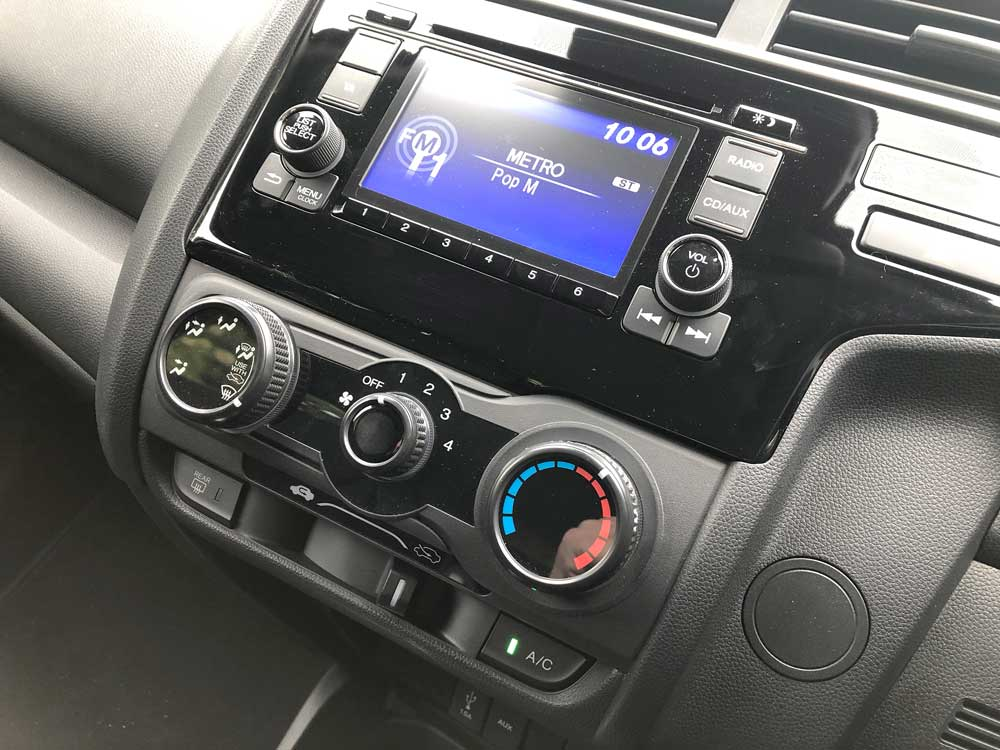 2019 Honda Jazz Review - Infotainment & Ventilation